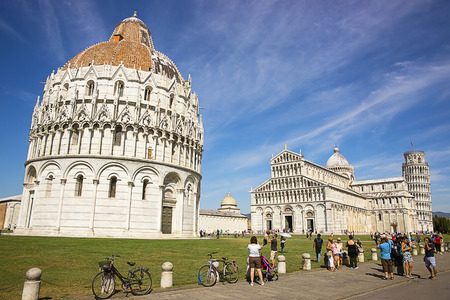 leaning tower of pisa: Pisa Leaning tower, Baptisteryr and Cathedral in Italy in summertime Editorial