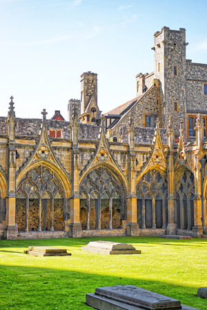 canterbury: Cloister Garden of Canterbury Cathedral in Canterbury in Kent of England. It is one of the most famous cathedrals in England. It is the Archbishop of Canterbury Cathedral.
