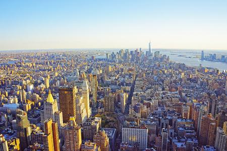 Veduta aerea da ponte osservatorio nel quartiere Empire State Building su Flatiron di New York. Downtown Manhattan, Lower Manhattan e Brooklyn sono sullo sfondo. Archivio Fotografico