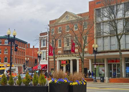 cooperativismo: Cambridge, EE.UU. - 29 de abril de 2015: Sociedad Cooperativa de Harvard, La Coop, en Cambridge, Massachusetts, MA, EE.UU.. Es una tienda establecida por los estudiantes de Harvard. Se trata de vender libros, ropa y regalos. Editorial