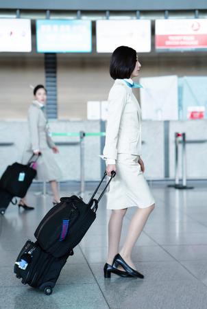 air hostess: Incheon, Corée du Sud - 15 Février, 2016: asiatique femme hôtesse de vol aérien coréen à l'aéroport international d'Incheon. Il est l'un des plus grands et aéroports les plus fréquentés du monde.