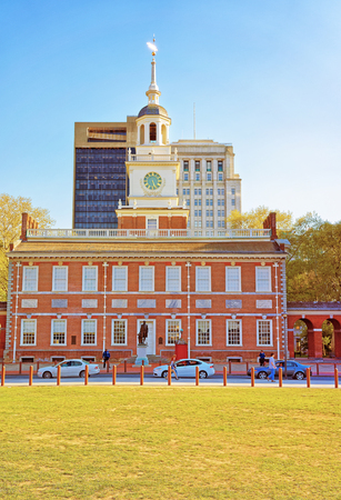 declaration: Independence Hall in Chestnut Street in Philadelphia, Pennsylvania, USA. It is the place where the US Constitution and the US Declaration of Independence were adopted. Tourists in the street