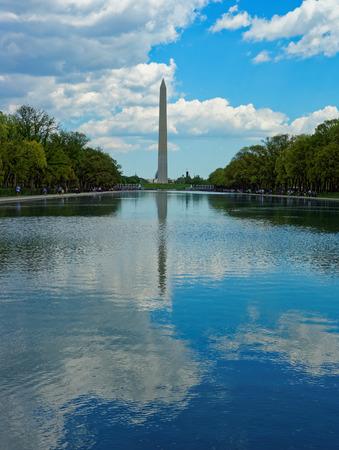 george washington: Monumento del primer presidente estadounidense George Washington en la capital de los Estados Unidos, Washington DC La estatua está hecha de mármol y granito. Editorial