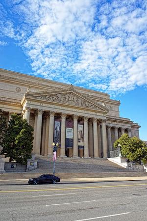 Washington DC, EE. UU .: National Archives Building se encuentra en Washington. Es la sede de la Administración de Archivos y Archivos Nacionales y generalmente se denomina Archivo I. Foto de archivo - 64901342
