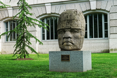 ignacio: Washington DC, USA - May 2, 2015: Colossal Olmec Head 4 is located in front of the National Museum of Natural History in Washington D.C., USA. It is one of the 17 colossal heads