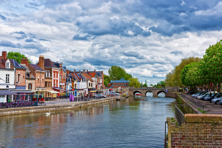 Amiens, France - May 9, 2012: Quay of Belu with traditional houses and Somme River in Amiens, Picardy, France. People on the background Editoriali