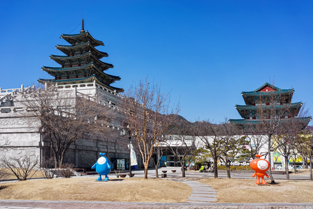 ethnographical: National Folk Museum of Korea at Gyeongbokgung Palace in Seoul, South Korea. People in the street