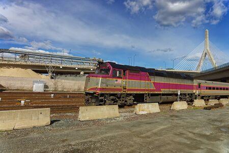 leonard: Railway Train and Leonard Zakim Bunker Hill Memorial Bridge in Boston, Massachusetts, USA.