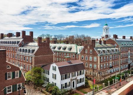 F ケネディ通りケンブリッジ、MA、米国のハーバード大学地区の航空写真