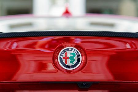 Firenze, Italia - 17 ottobre 2016: Particolare dell'auto Alfa Romeo Giulia Quatrifoglio, Firenze, Toscana, Italia Editoriali
