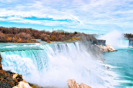 Niagara Falls, American side. A view on American Falls and Bridal Veil Falls. Nature. Early springtime Archivio Fotografico