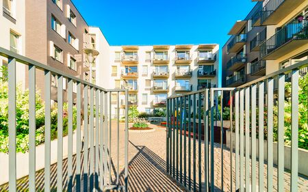 Entrance into complex of new apartment residential buildings with outdoor facilities. Standard-Bild