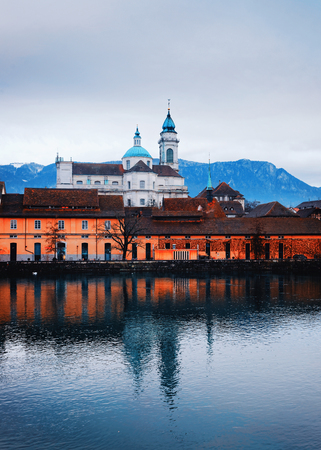 Waterfrontof Saint Ursus Cathedral in Solothurn. Solothurn is the capital of Solothurn canton, of Switzerland. It is located on the banks of Aare and on the foot of Weissenstein Jura mountains Stockfoto - 101855388