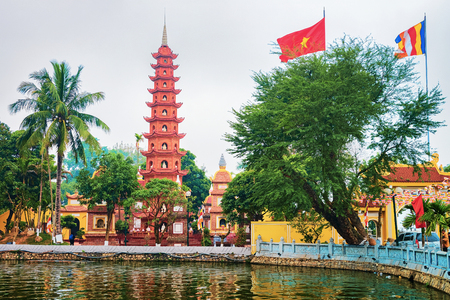 West Lake at Tran Quoc Pagoda in Hanoi, Vietnam Banco de Imagens