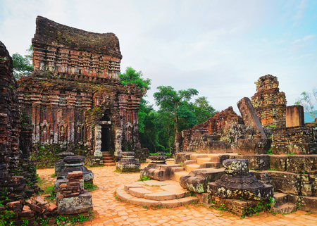 Ruins of Old hindu temple at My Son, Vietnam 스톡 콘텐츠