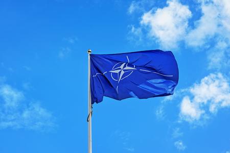 Vilnius, Lituanie - 3 septembre 2015: Drapeau de l'OTAN dans le vent