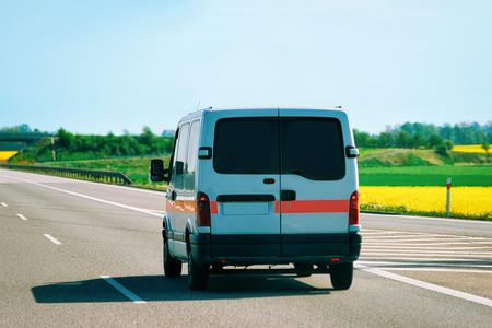 Samochód do przewozu pacjentów na drogach w Czechach.