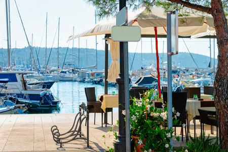 Sidewalk street cafe near the Adriatic Sea and Marina in Izola, Slovenia 免版税图像