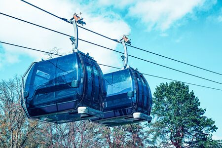 Cable cars moving at the ropeway. Toned Imagens