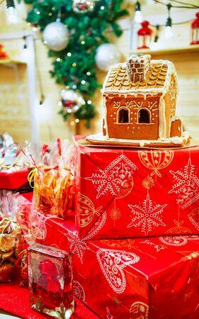 Gingerbread house at the Vilnius Christmas Market Imagens