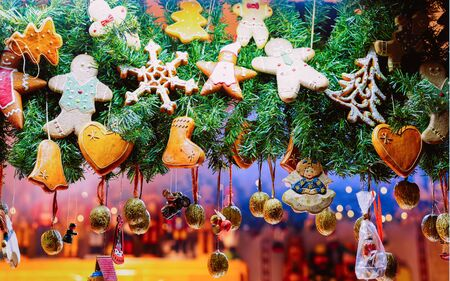 Gingerbread cookies at Christmas Market at Town Hall Berlin Germany Imagens