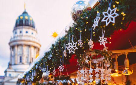Marché de Noël à Gendarmenmarkt en hiver Allemagne Berlin nouveau