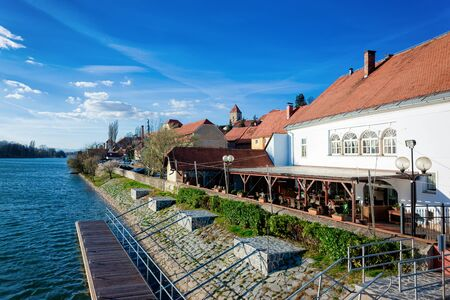Cityscape of street cafe at Ptuj Castle and old town at Drava River in Slovenia. Architecture in Slovenija. Travel Stockfoto
