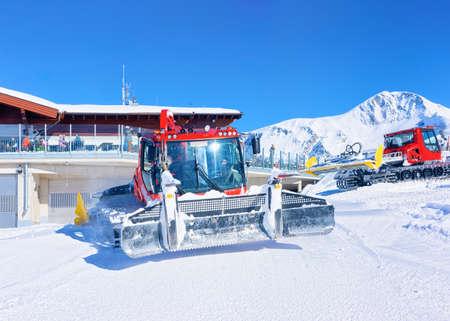 Ratracks working on Hintertux Glacier in Austria