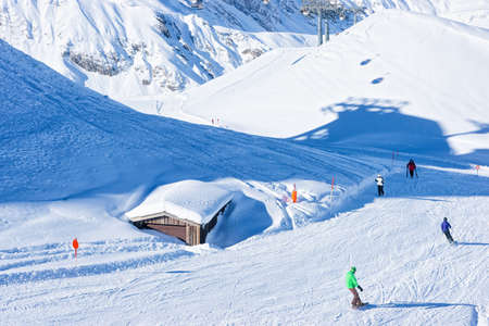 Men Skiers and snowboarders at Hintertux Glacier of Austria Standard-Bild