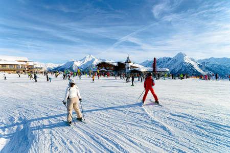 People Skier skiing in ski resort Penken Park of Austria Standard-Bild