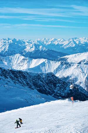 Men Skier and snowboarder on Hintertux Glacier of Austria Standard-Bild