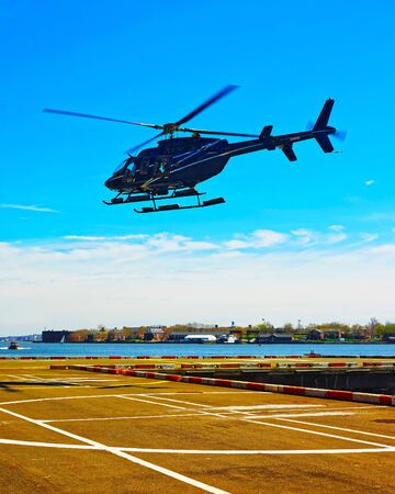 Helicopter landing at helipad. Skyline with Skyscrapers in Lower Manhattan, New York City, America USA. American architecture building. Metropolis NYC. Cityscape. Hudson, East River NY 版權商用圖片