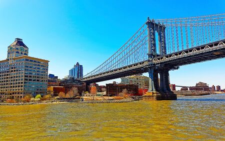 Manhattan bridge across East River, New York, USA. It is among the oldest in the United States of America. NYC, US. Skyline and cityscape. American construction 스톡 콘텐츠