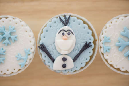 snow man party: Winter Cup Cake