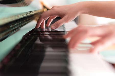fortepian: Odtwarzanie Piano Soft Focus Zdjęcie Seryjne