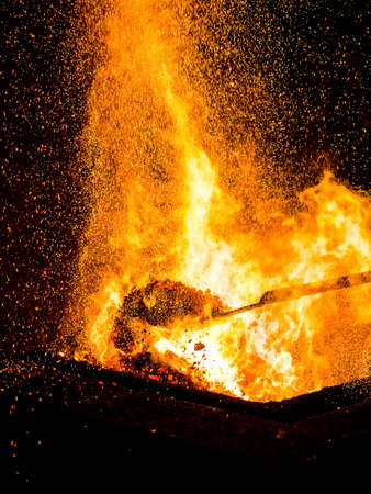 Blacksmiths coals burning for iron work, -blacksmith fire, red hot, vertical. Fire Banque d'images