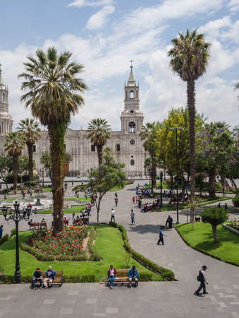 Arequipa city main square and cathedral. Palm and people relaxing and walking Imagens