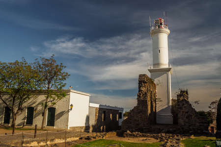 Lighthouse of Colonia del Sacramento in Uruguay, with ruin by its side Imagens