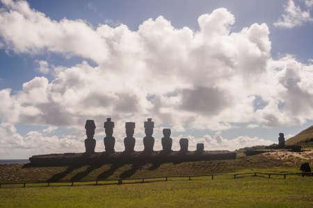 Moai de Ahu Nau Nau on the beach of Anakena on Easter Island. Rapa Nui culture Chile Imagens