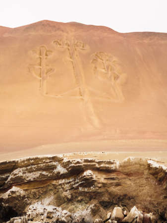 The candelabro, pre-Inca ruins on the coast of Paracas in Peru Фото со стока - 131992236