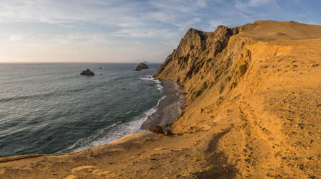 Coast of Paracas in Peru during the sunset, panoramic view of the coast and the desert Фото со стока - 131992310
