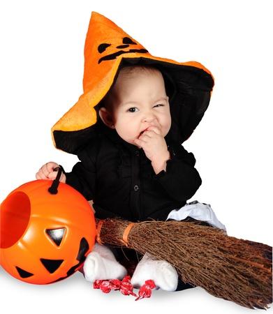 ハロウィーンの赤ちゃん白い背景の上