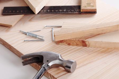 herramientas de carpinteria: Algunas herramientas de carpinter�a en una mesa de madera