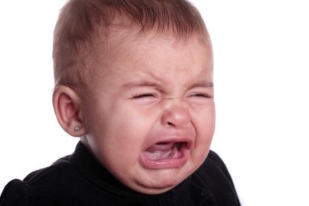 bambino che piange: bel bambino piangere isolato su bianco