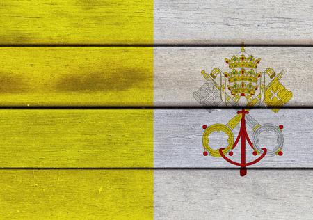 Ilustración de la bandera del Vaticano sobre una superficie texturizada de madera Foto de archivo - 77716128