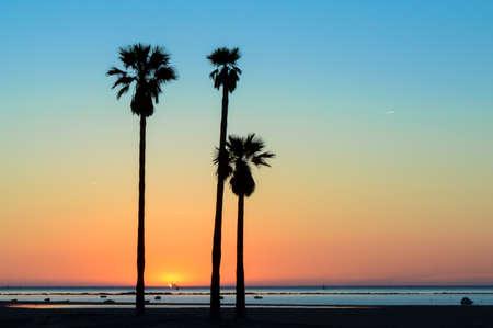 Sunset Sanlucar de Barrameda in Cadiz. Photo taken at the beach of the Piletas at the mouth of the river Guadalquivir. Foto de archivo