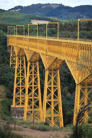 The Malleco Viaduct (Spanish: Malleco Viaduct) is a railway bridge located in central Chile, on October 26, 1890. at that time, it was the highest bridge in the world.The Such bridge was Declared a national monument in 1990