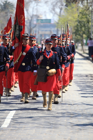 batallón: Santiago, Chile - September 19, 2011: Soldiers in uniforms of the battalion 6 of the Pacific War age, which occurred between 1879 and 1883, going to march in the great military parade in commemoration of the independence of Chile.