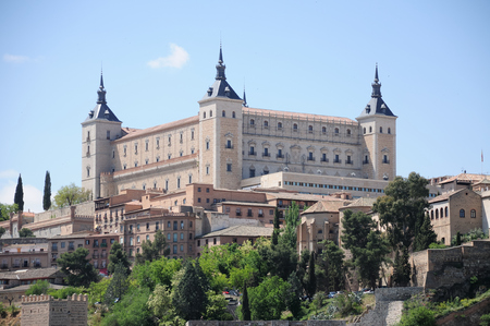 The Alcazar in the old town of Toledo, Spain Редакционное