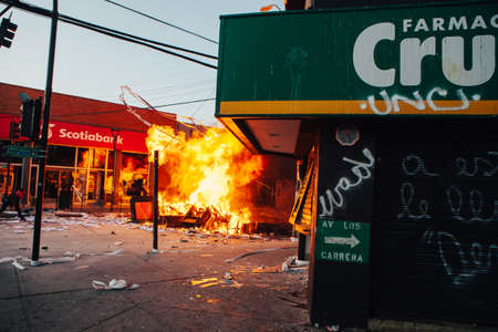 QUILPUE, CHILE - OCTOBER 20, 2019 - Barricades during protests of the 에디토리얼
